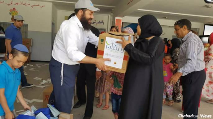 Rabbi Levi Banon of Jeunesse Chabad Morocco, center, led a group of volunteers to some of the poorest areas in the cities of Kenitra, Rabat and Sale to distribute the food.