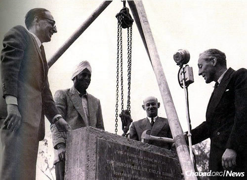 Governor of Kenya Sir Evelyn Baring, right, lays the cornerstone of the synagogue building. (Photo: Courtesy of the Nairobi Hebrew Congregation)