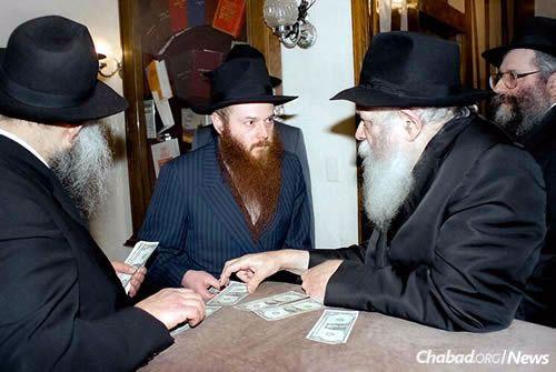 Rabbi Freedman receives a dollar from the Lubavitcher Rebbe—Rabbi Menachem M. Schneerson, of righteous memory. (Photo: JEM/The Living Archive)