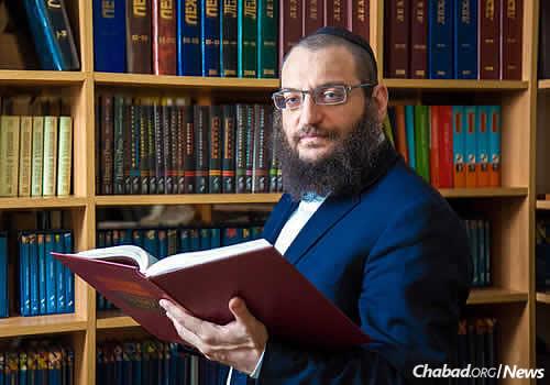 "Rabbi Boruch Gorin, chief editor of Knizhniki and editor-in-chief of the ""Lechaim"" Jewish literary magazine"