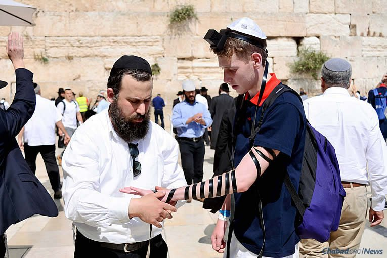 Rabbi Yossi Halperin directs one of the busiest Chabad-Lubavitch centers in the world: the one at the Western Wall in Jerusalem. Thousands of Jews approach the Chabad stand on an average day looking for spiritual help, physical help and everything in between. (Photo: Chabad of the Western Wall)
