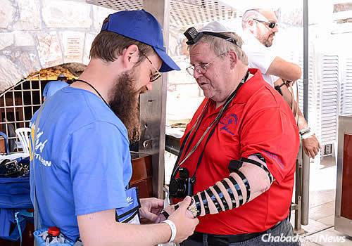 Very soon, visitors will also have the chance to fulfill the mitzvah of hearing the shofar blown on Rosh Hashanah. (Photo: Chabad of the Western Wall)