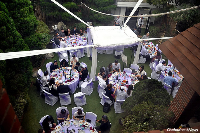 Seoul was the site of the nuptials of Rachel and Jeff Czerniak, who both teach English in the capital city. Rabbi Osher and Mussy Litzman of the Chabad Jewish Community of Korea offered to host the wedding in its entirety.