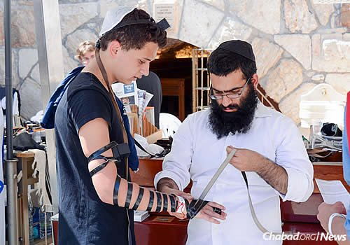 No less than six individuals speaking a variety of different languages work with Halperin. (Photo: Chabad of the Western Wall)