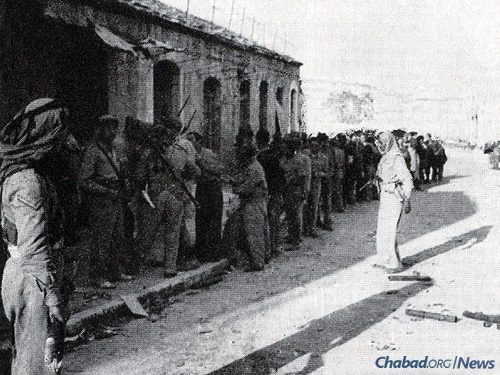Jewish fighters in captivity in Marfraq, Jordan, 1948 (Photo: Wikimedia Commons)