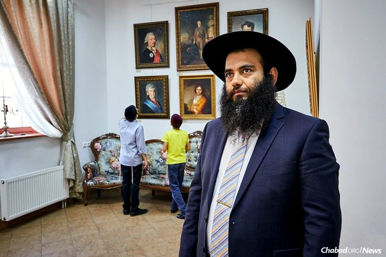 Rabbi Ovadia Isakov, who directs Chabad Lubavitch of Derbent in Dagastan, was shot by an Islamist gunman in 2013. Three years later, he rabbi is doing well and has returned to painting. An exhibit of his work was held last month in Moscow. (Photo: Levi Nazarov)