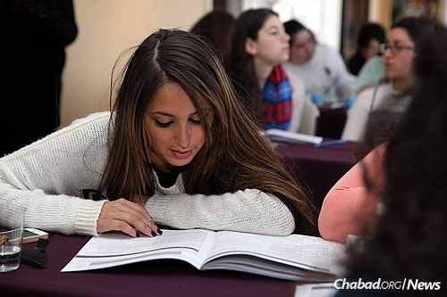 The researchers found that the higher the level of participation in Chabad, the higher the frequency of post-college Jewish learning for those raised with no affiliation, Reform and Conservative. (Photo: Chabad on Campus International)