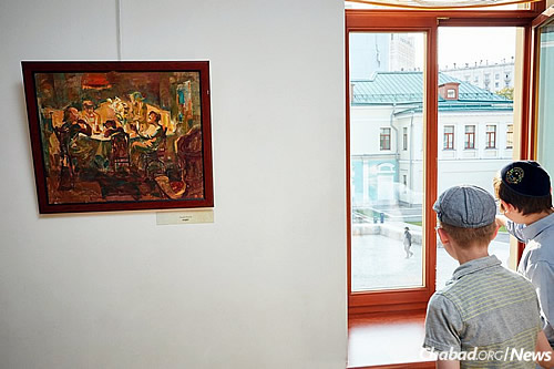 The rabbi's third exhibit in the last two years, this one took place at Moscow's Center for the Arts.