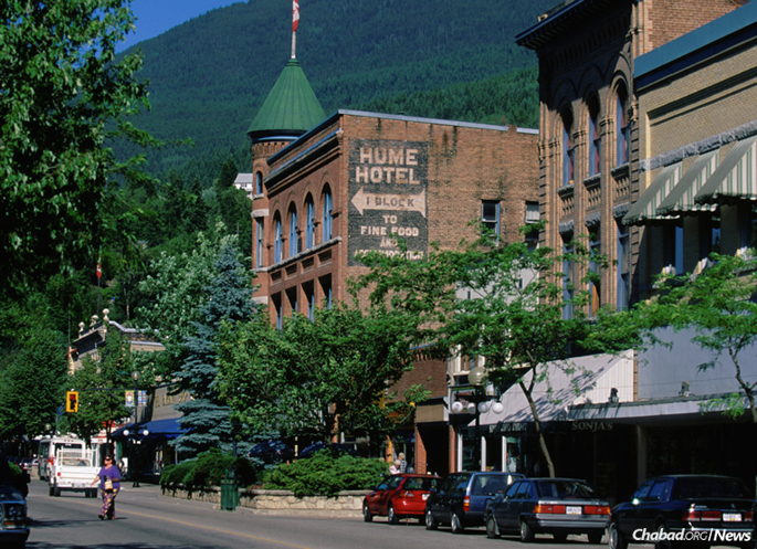 Historic Baker Street in Nelson, British Columbia, where a recent Hakhel gathering brought together nearly two-dozen Jewish residents in this remote city in Canada's Selkirk Mountains. (Photo: Wikimedia Commons)