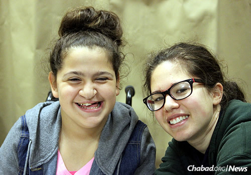 Carlie Suris, left, and Chana Shemtov: Each child is paired with a one-on-one volunteer, enabling students to learn at their own pace.