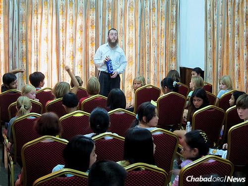 The rabbi teaches a Torah class for children.