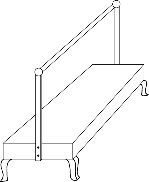 Fig. 8:Here, the vertical posts (naklitin) are connected by a single, narrow, horizontal rod (klonas). See sec. 627:5.