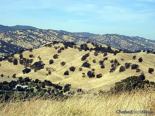 The Vacaville Hills during the drier summer months (Photo: Wikimedia Commons)