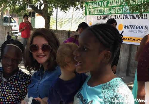 Chaya Mushka (Mushkee) Raskin with girls from the community