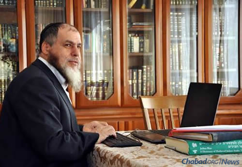 Legally blind, YomTov Guindi spends the majority of his waking hours working with specially adapted software, bringing Torah to the Arabic-speaking world.