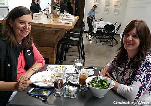 At the kosher cafe are Jennifer Lovy, left, the mother of a son with special needs, and Sarah Schectman, family coordinator for Friendship Circle of Michigan.