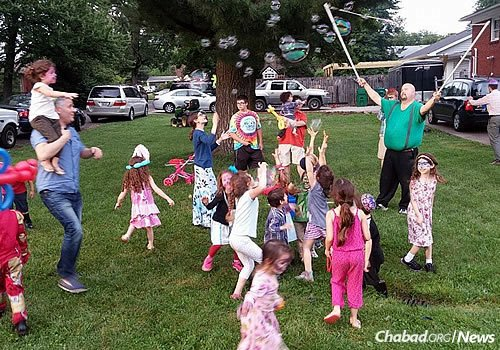 Young children enjoy a bubble show at the Chabad House.
