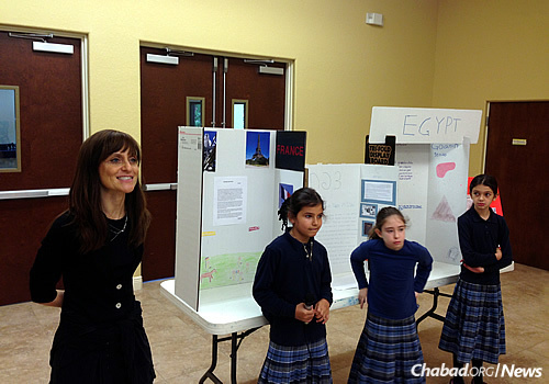 School principal Nechamie Minkowicz introduces students at the 2014 history fair.