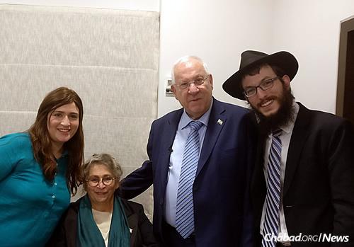 From left: Chaya Kozlovsky, Nechama Rivlin, President Reuven Rivlin and Rabbi Yisroel Kozlovsky (Photo: Chabad of Mumbai)