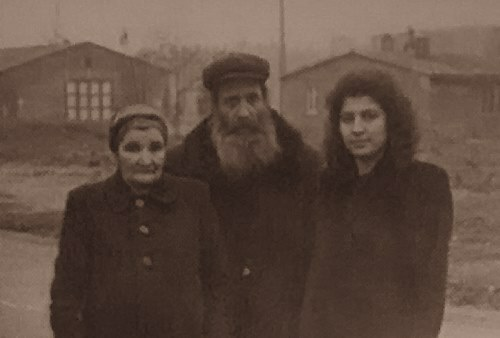 Rabbi Yisroel and Chana Levin with their daughter, Mussia Zalmanov, shortly after their escape from the Soviet Union.