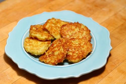 what are latkes plus a simple potato latke recipe kosher recipes cooking. Black Bedroom Furniture Sets. Home Design Ideas