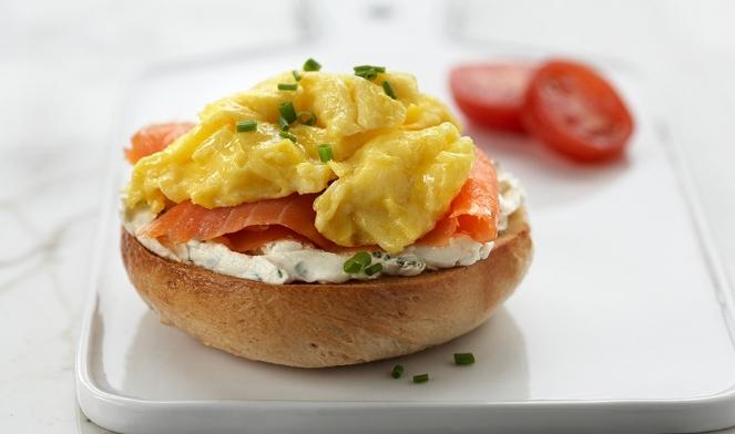 scrambled-eggs-lox-breakfast-bagels-930x550.jpg