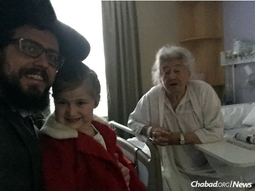 With him that day was his 5-year-old daughter, Chaya Mushka. The Feldman family first invited Hacker to Rosh Hashanah dinner, where she told her story to those gathered around the table.
