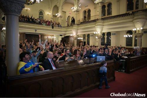 Enjoying the Deaf Chanukah celebration last year in New York (Photo: Conrado Johns)