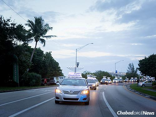 The line of cars in the 2015 parade in Satellite Beach, Fla. (Photo: Chavi Konikov)
