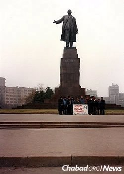 A group of new yeshivah students pose with Rabbi Moshe Moskovitz in front of Kharkov's 66-foot-tall monument to Lenin in the early 1990s. The statue was pulled down during Ukraine's recent upheavals.