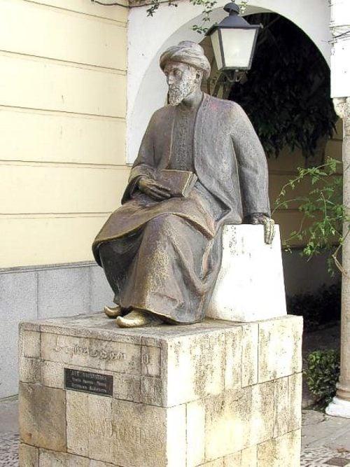 Monument en l'honneur de Maïmonide à Cordoue, en Espagne.