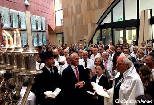 Australian Prime Minister Malcolm Turnbull took part in a Dec. 30 Chanukah menorah-lighting ceremony at Central Synagogue in Sydney. He also condemned the recent U.N. Security Council resolution against Israel. (Photo: The Australian Jewish News)