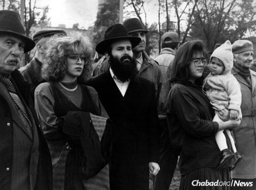 Rabbi Shmuel and Chana Kaminezki in 1991