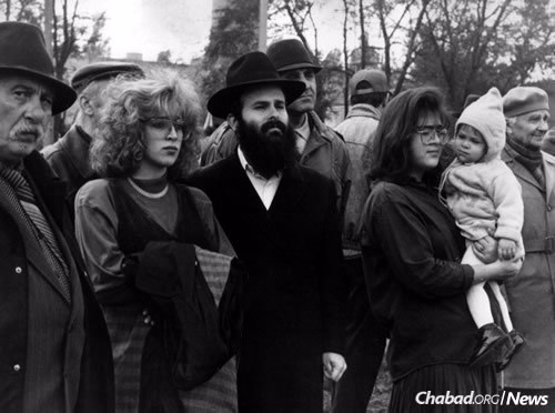 Rabbi Shmuel and Chana Kaminezki in 1991