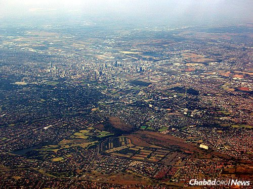 An aerial view of the sprawling city of Johannesburg, where about 50,000 Jews reside. (Photo: Wikimedia Commons)