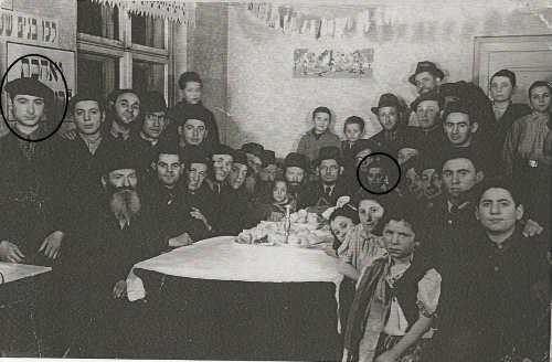 ישראל טורן (בעיגול מימין) ויעקב שפרינגר (בעיגול משמאל) בבית היתומים