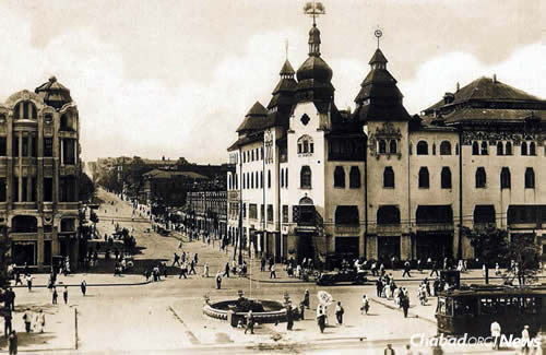 """A general view of Yekaterinoslav, which later became Dnepropetrovsk, of which Rabbi Levi Yitzchak Schneerson served as chief rabbi. """"In many respects, the city of Yekaterinoslav was considered the capital of Ukraine,"""" wrote the Rebbe, """"in particular ... for everything Jewish."""" (Photo: Jewish Educational Media/Early Years)"""