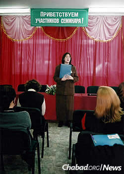 Esther Wilhelm speaks at an educational seminar in Zhitomir.