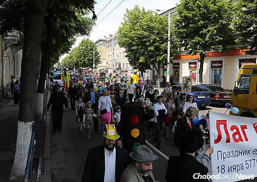 A more recent Lag BaOmer parade. Despite its being a relatively small city, Zhitomir was historically home to a high percentage of Jewish residents.